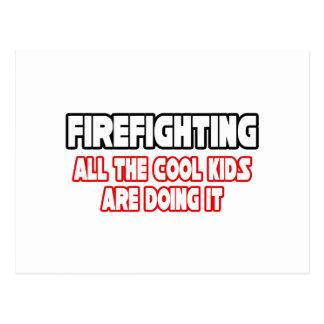 Niños frescos de la lucha contra el fuego… tarjetas postales
