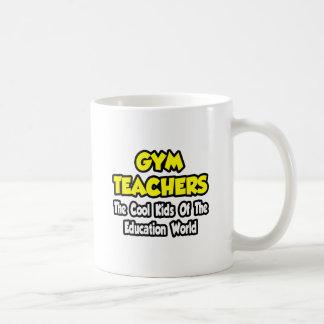 Niños frescos de los profesores de gimnasio… del m tazas de café