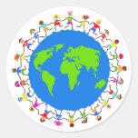 Niños globales etiquetas redondas