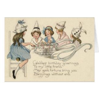 Niños lindos que cortan el fiesta de la torta de tarjeta de felicitación