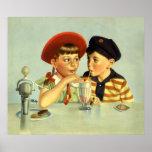 Niños, muchacho y chica del vintage compartiendo póster