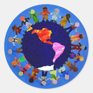 Niños pacíficos alrededor del pegatina del mundo: