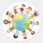 Niños para la paz de mundo pegatina redonda