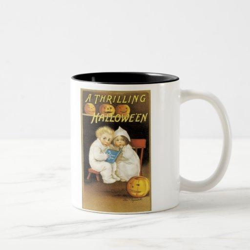 Niños pasados de moda de la historia de fantasmas  tazas de café