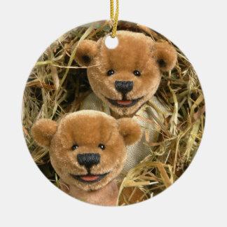 Niños pequeños del granjero de los osos adorno navideño redondo de cerámica