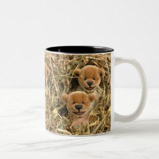 Niños pequeños del granjero de los osos taza de café de dos colores