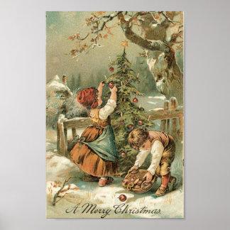 Niños que adornan el árbol de navidad afuera poster