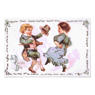 Niños que bailan la plantilla del Shillelagh Fotografía