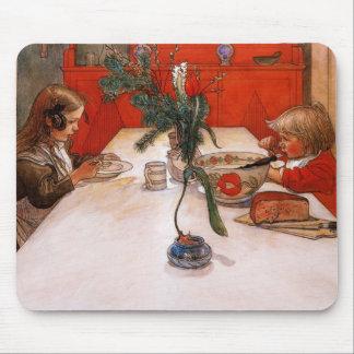 Niños que comen cena alfombrilla de ratón