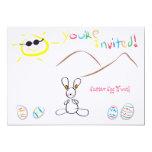 Niños que dibujan caza del huevo de Pascua Comunicados