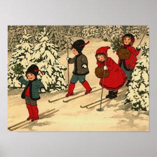 Niños que esquían, una escena del invierno del vin póster