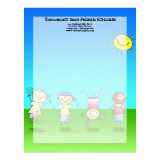 Niños que juegan al aire libre en un día soleado plantilla de membrete