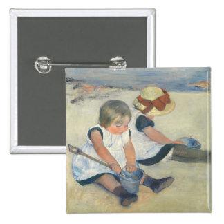 Niños que juegan en la playa, 1884 pin cuadrado