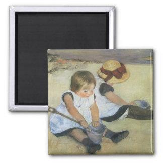Niños que juegan en la playa de Mary Cassatt Iman Para Frigorífico