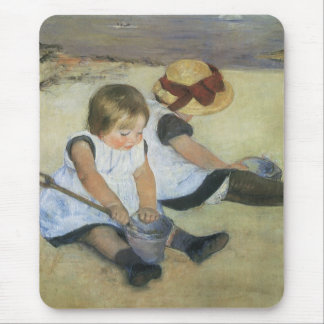 Niños que juegan en la playa de Mary Cassatt Tapetes De Ratón