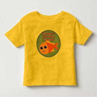 Niños que pescan las camisetas y niños que pescan camisas