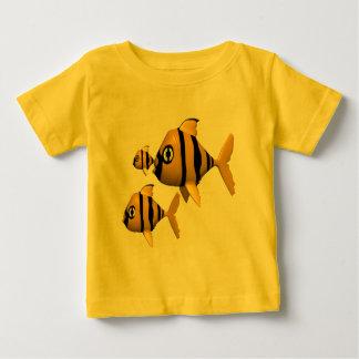 Niños que pescan las camisetas y niños que pescan playera