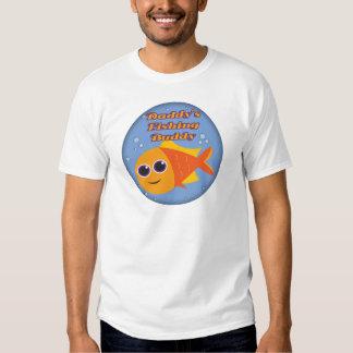 Niños que pescan las camisetas y niños que pescan remera
