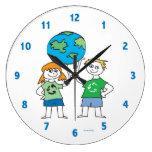 Niños que reciclan el reloj del mensaje