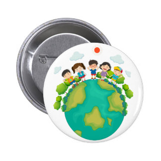 Niños que se colocan alrededor de la tierra pin redondo de 2 pulgadas