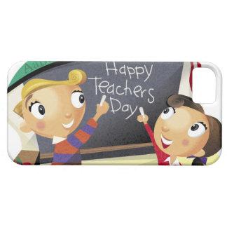 Niños que señalan en una pizarra iPhone 5 carcasa