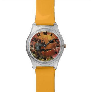 Niños que tallan la calabaza de la linterna de relojes de pulsera