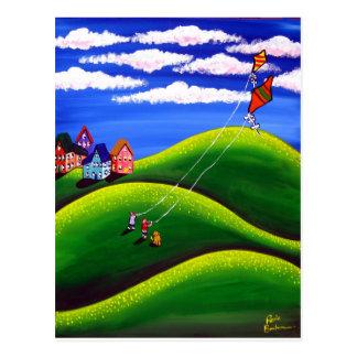Niños que vuelan la postal de las cometas