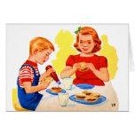 Niños retros del kitsch del vintage que comen la h felicitación