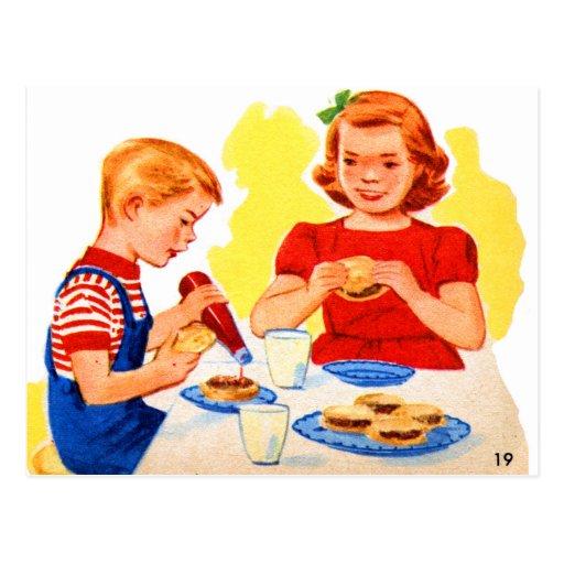 Niños retros del kitsch del vintage que comen la postal