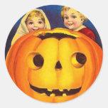 Niños y calabaza del vintage de Halloween Pegatina Redonda