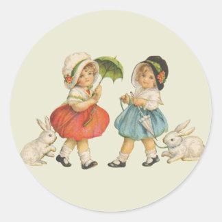 Niños y conejos del vintage pegatina redonda
