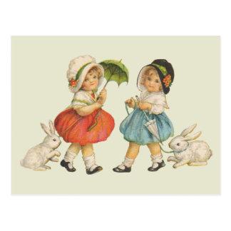 Niños y conejos del vintage postal