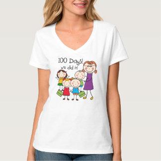 Niños y profesor de sexo femenino 100 días playera