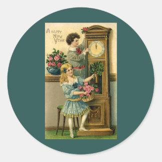 Niños y reloj del Victorian de Noche Vieja del Pegatina Redonda