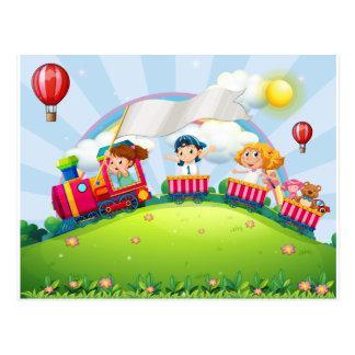 Niños y tren postales