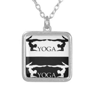 Nivel avanzado de la actitud de la yoga colgante cuadrado