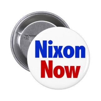 Nixon ahora pin redondo de 2 pulgadas