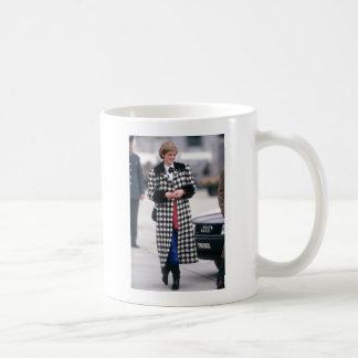 No.32 la princesa Diana llega por un día de fiesta Taza De Café