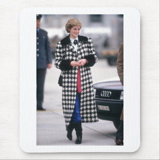No.32 Princess Diana arrives for a skiing holiday Mouse Pad