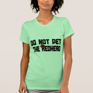 No acaricie el Redhead (con la peluca) Camisetas