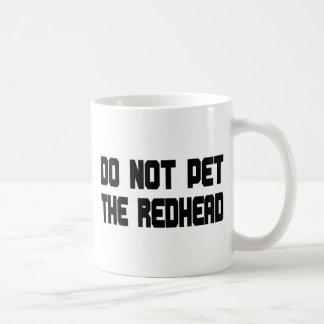 No acaricie el Redhead Taza Básica Blanca