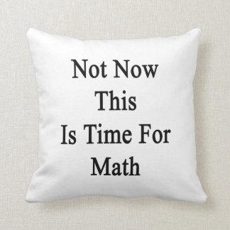 No ahora ésta es hora para la matemáticas almohadas