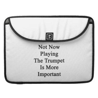 No ahora tocar la trompeta es más importante funda para macbooks
