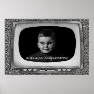 No ajuste su televisión póster