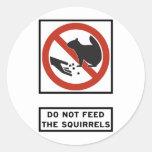No alimente a ardillas la muestra de la carretera etiquetas redondas