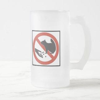 No alimente a ardillas la muestra de la carretera taza de cristal