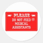 No alimente a los auxiliares médicos etiquetas redondas