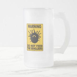 No alimente a los espectadores tazas de café