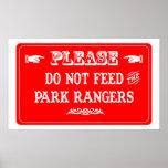 No alimente a los guardas del parque poster