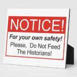 ¡No alimente a los historiadores! Placa De Plastico